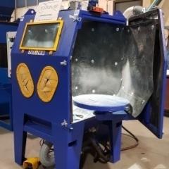 Compressed air sandblasting machines